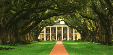 Southern Charms and Comforts: A Literary Tour of the Deep South of the USA