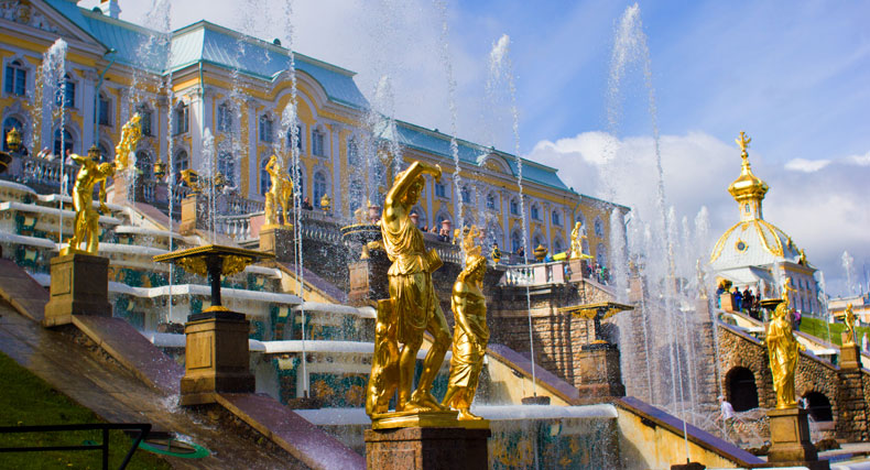 Peterhof, St Petersburg - Christopher Wood. Peterhof had been the summer residence of Peter the Great but was greatly expanded by Rastrelli, the Italian architect of the Hermitage and Pushkin.