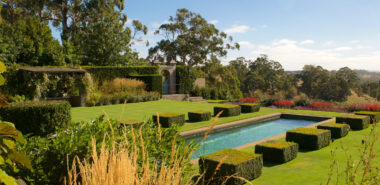 Victoria's Private Gardens and their Designers